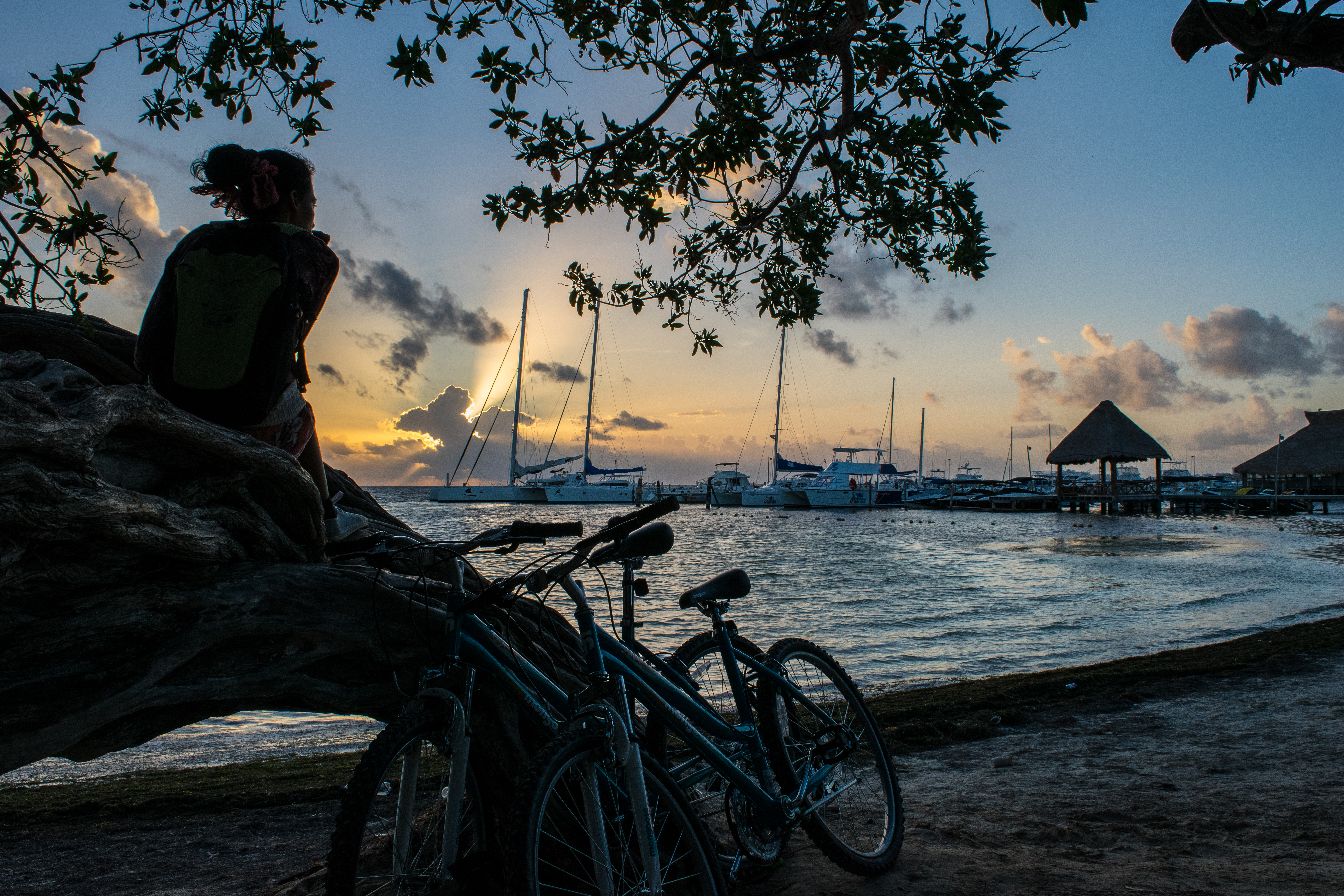 sunrise + bikes at Playa las Perlas
