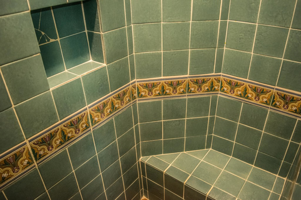bungalow shower