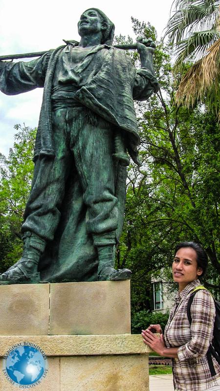 Cris and a statue in Park Montjuïc
