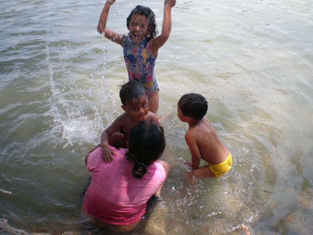 Kids at the Cascadas Reformas