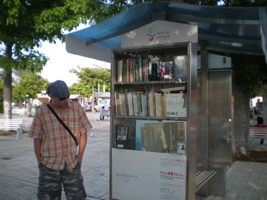 free books at the Cancun zocalo