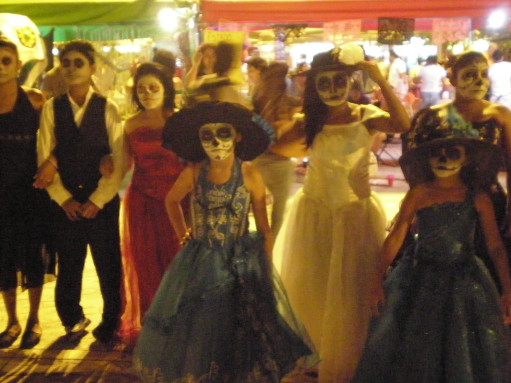 Kids with Catrina makeup in Cancun