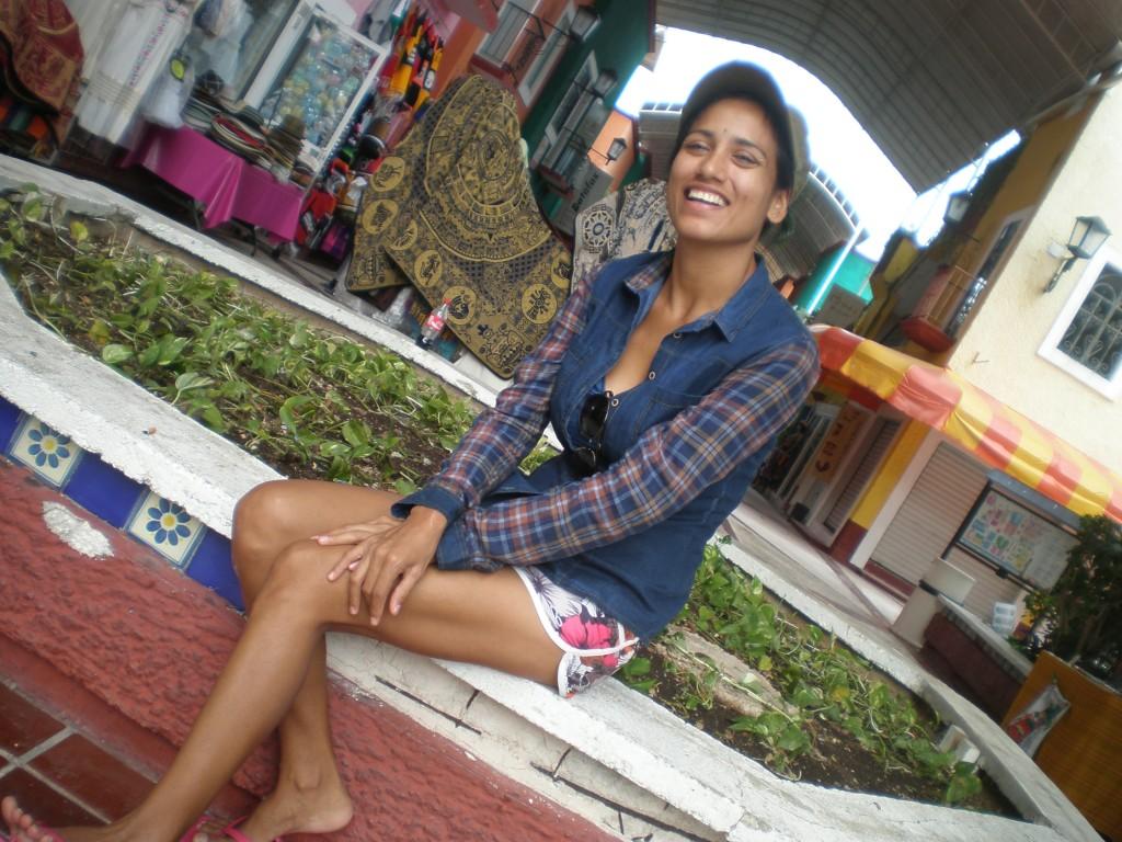 Cris in Plaza Bonita